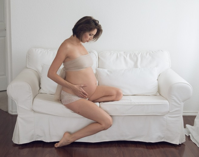 34-weeks-pregnant-self-portrait-photographer-kelly-cameron-md-9